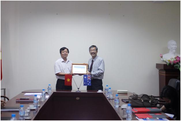 PGS-TS Ng Po – Hung Sebastian, Trường Đại học Công nghệ Swinburne, Úc đến thăm và làm việc tại trường